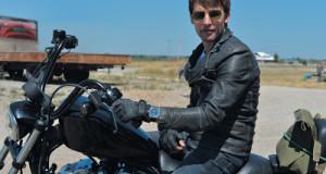 """James Blunt wears Jeanrichard Watches Iconic Terrascope in latest video """"Bonfire Heart"""""""