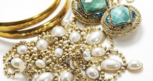 Antique Jewelry: Your New Fashion Statement