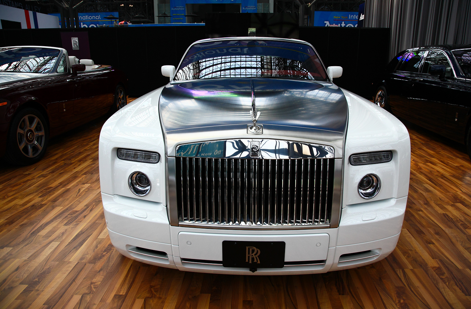 5 Unmistakable Signs of a Luxury Car