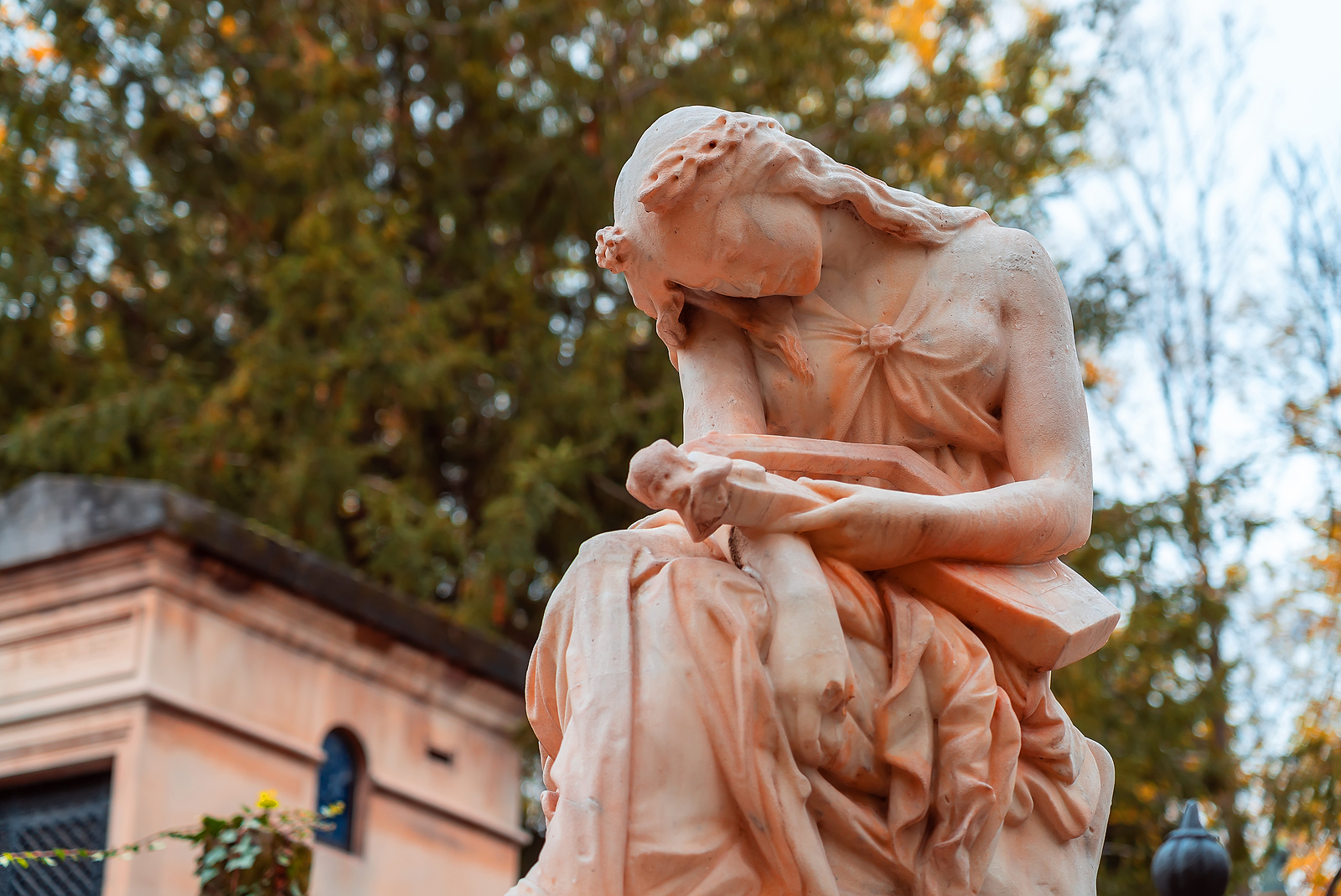 Funerary Art: Historical Context and Most Famous Examples