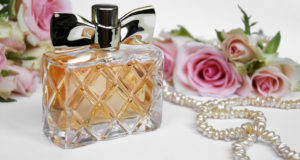 5 Real Benefits of Wearing Luxury Perfume