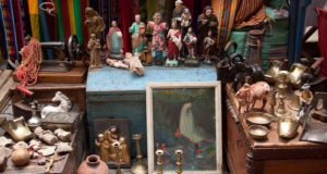 4 Things to Remember When Buying Art and Antiques at Flea Markets