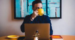 How to Sell Art Online: 4 Beginner Tips for Doing It Right
